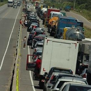 Congestionamento na BR-101 em Laguna (SC) na tarde desta terça-feira - Maurício Vieira/Agência RBS