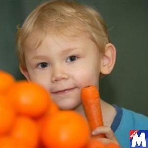 Leo Barnett, 3, foi proibido de comer cenouras para não ficar laranja
