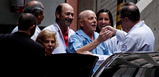 O ex-presidente Lula deixou o Hospital Sírio-Libanês, na capital paulista, às 15h15, depois de uma semana de internação
