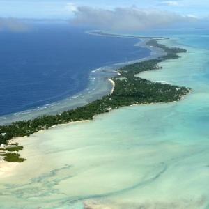 Atol Tarawa, em Kiribati, em foto de março de 2004; elevação do nível do mar é preocupação