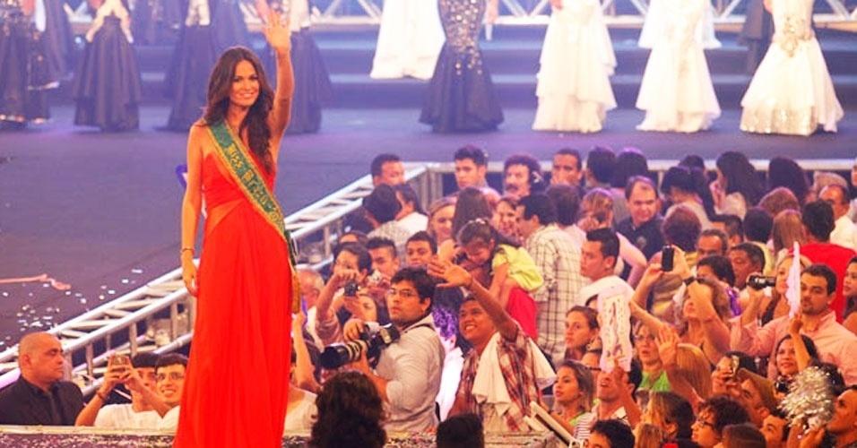 A jovem Layse Souto, 19, é a Miss Pará 2012. Ela recebeu a faixa da Miss Pará 2011, Ana Paula Padilha, e a benção da Miss Brasil 2011, Priscila Machado (foto), em Belém
