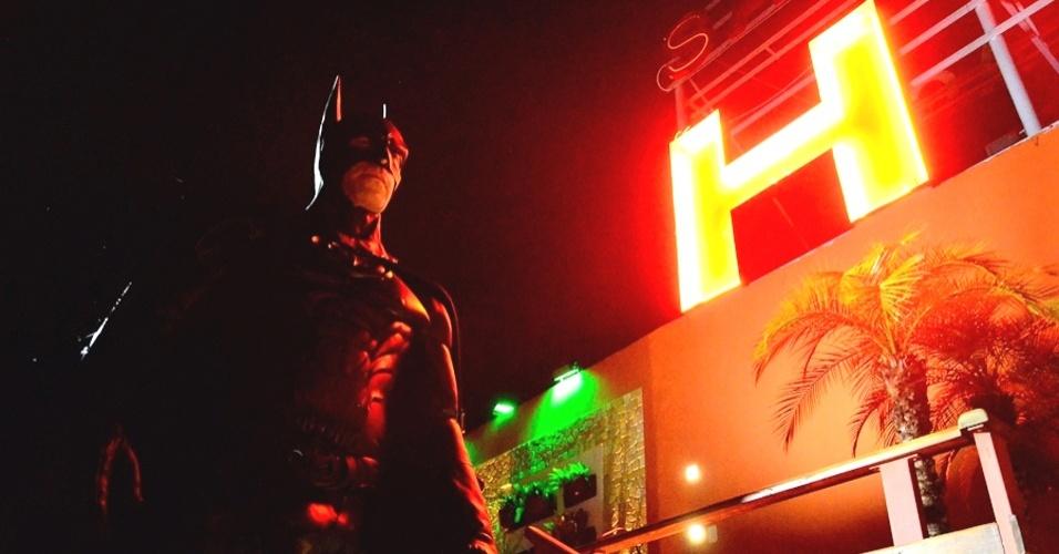 """Convidado pela PM para ajudar em uma campanha contra a violência, André Luiz Pinheiro, 50, o Batman de Taubaté, descarta qualquer atuação ostensiva:?Ninguém pense que o super-herói vai se juntar com a polícia e sair atrás dos criminosos. A função não é essa. Vou estar lá para conversar com as crianças, resgatar valores, ensinar sobre o respeito ao próximo e dar o exemplo dos verdadeiros heróis."""""""