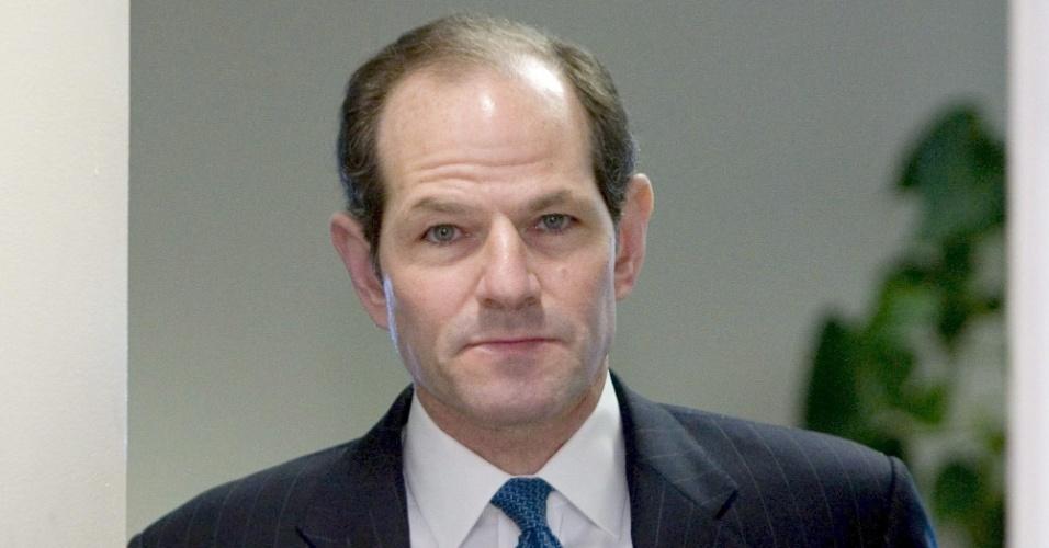 O democrata dos Estados Unidos Eliot Spitzer, que se envolveu com uma rede de prostituição