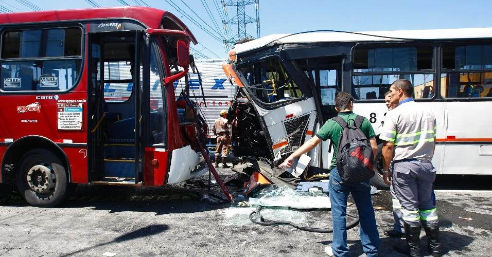 Dois ônibus se envolveram em um grave acidente no largo do Socorro, na zona sul de São Paulo