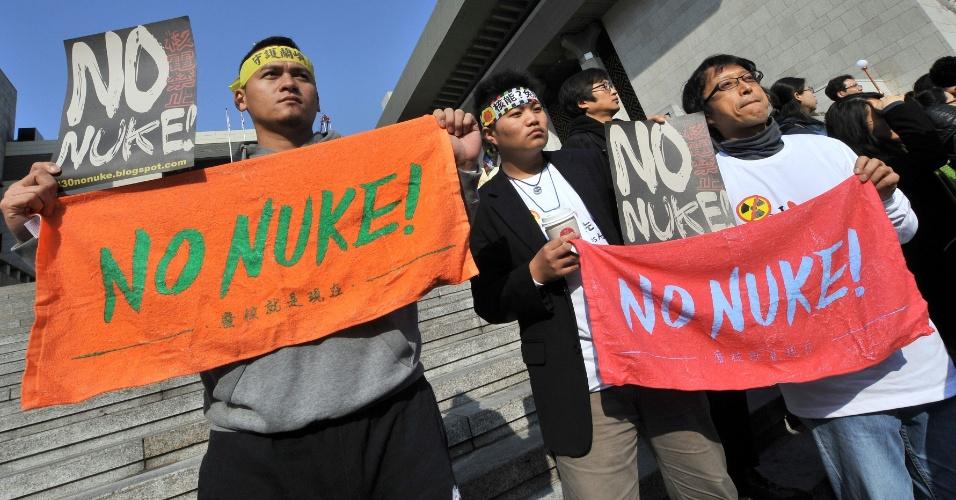 Manifestantes protestam contra a utilização de armas nucleares às vésperas da Cúpula de Segurança Nuclear de Seul, na Coreia do Sul