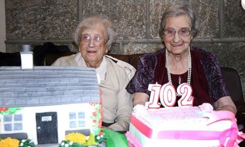 As g&#234;meas Edith Ritchie e Evelyn Middleton completaram 102 anos no dia 15 de novembro do ano passado. Mas, somente nesta semana o Livro Guinness dos Recordes passou a consider&#225;-las como as g&#234;meas mais velhas do mundo