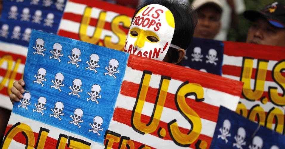 Manifestantes filipinos recordam o 9º aniversário da guerra entre Estados Unidos e Iraque, com um protesto em Manila (Filipinas)