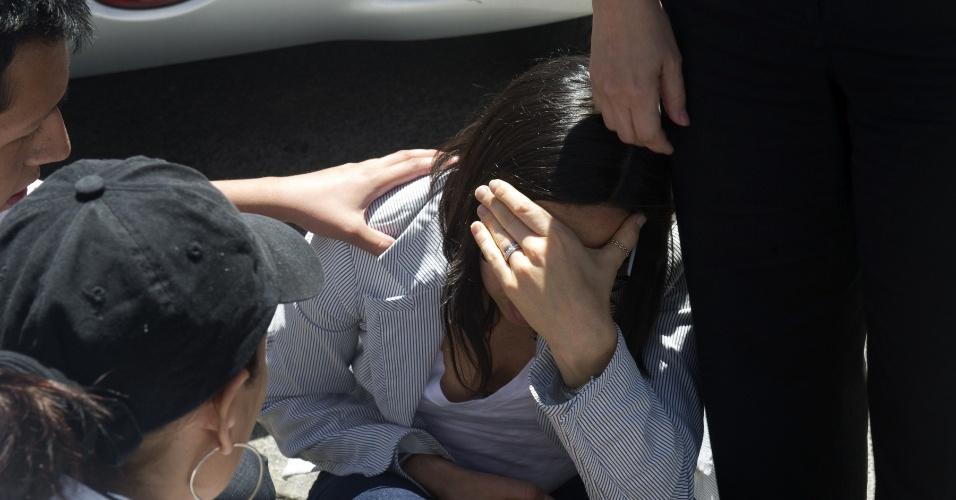 Mulher se desespera após um forte terremoto atingir a Cidade do México