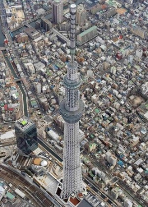 O Jap&#227;o concluiu a constru&#231;&#227;o da Tokyo Sky Tree, reconhecida como a torre mais alta do mundo Livro Guinness dos Recordes em 2011, no dia 29 de fevereiro. A torre com 634 metros de altura est&#225; localizada na capital japonesa