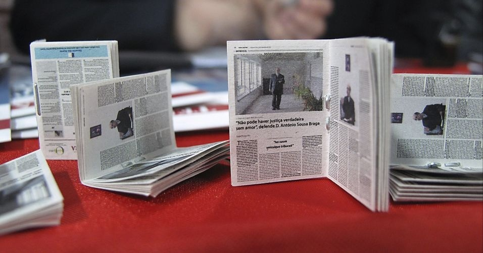 O jornal semanal Terra Nostra publicado em Ponta Delgada, nos Açores entrou para o Guinness Book como o menor jornal do mundo, com apenas 25,35 por 18,27 milímetros