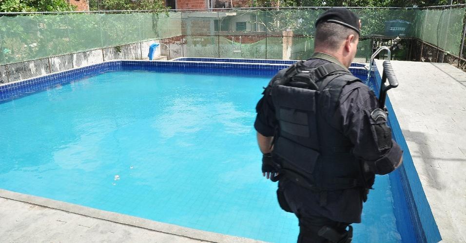 Policiais do Bope (Batalhão de Operações Especiais) fizeram uma operação no morro da Serrinha, em Madureira, no subúrbio do Rio de Janeiro. Na ação, foram encontrados um centro de lazer e uma área de tiros usados supostamente por traficantes da região