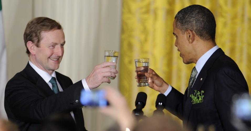 Presidente dos Estados Unidos, Barack Obama, brinda com o primeiro-ministro irlandês Enda Kenny durante uma recepção realizada na Casa Branca, em Washington (EUA)