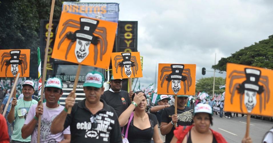 Trabalhadores rurais fazem manifestação pela garantia de seus direitos na Esplanada dos Ministérios, em Brasília