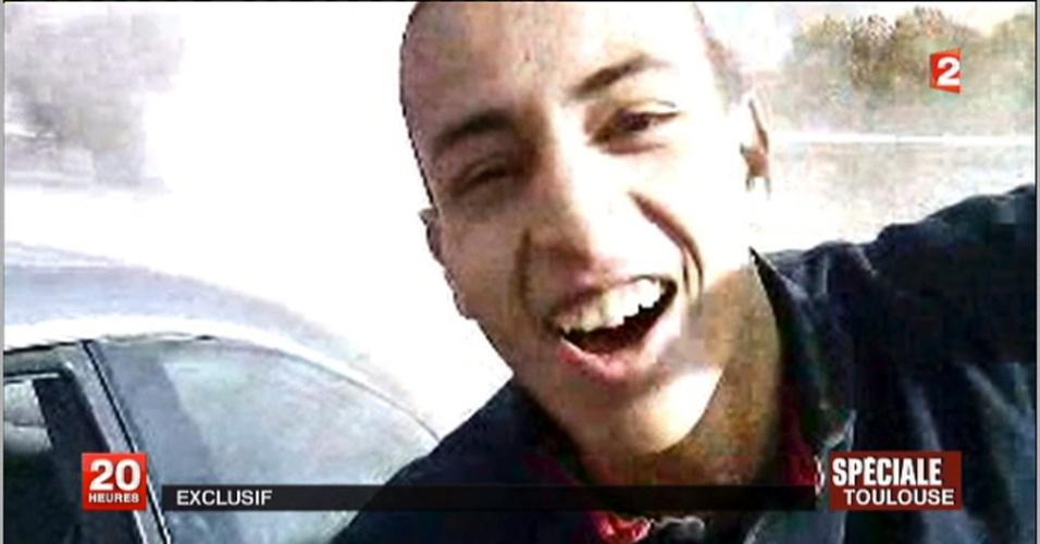 Vídeo publicado por uma televisão francesa mostra imagem de suspeito de tiroteio em frente ao colégio judaico Ozar Hatorá, em Toulouse, na França