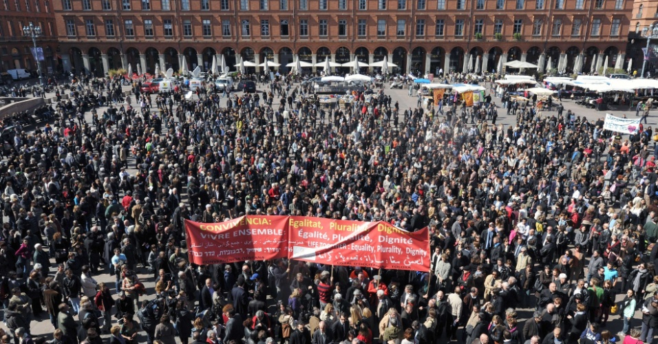 Franceses prestam homenagem às vítimas de massacre em escola em Toulouse