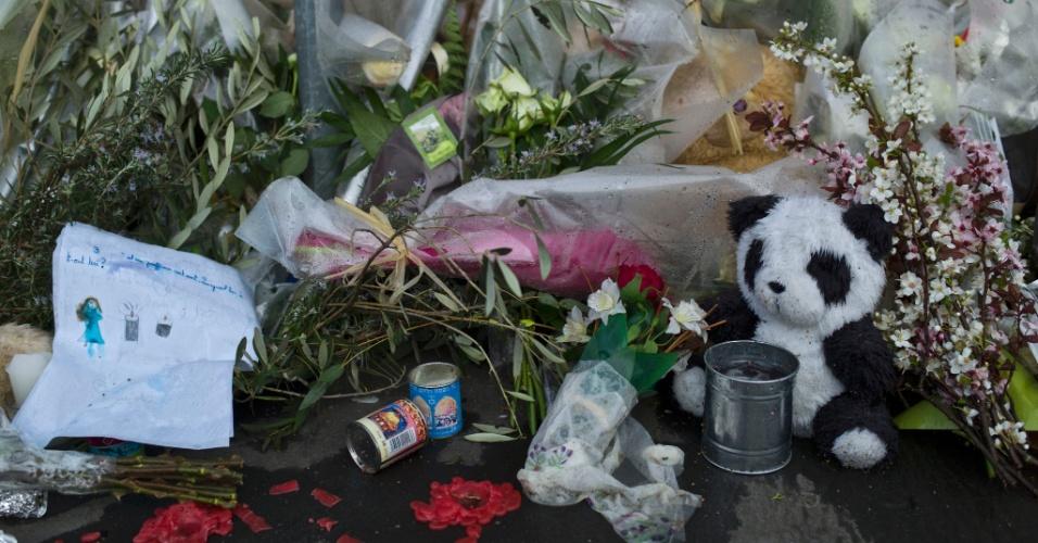 Homenagens às vitimas do tiroteio em frente a escola judaica Ozar Hatorah em Toulouse, França, continuaram mesmo após a morte de Mohamed Merah, assassino confesso dos crimes
