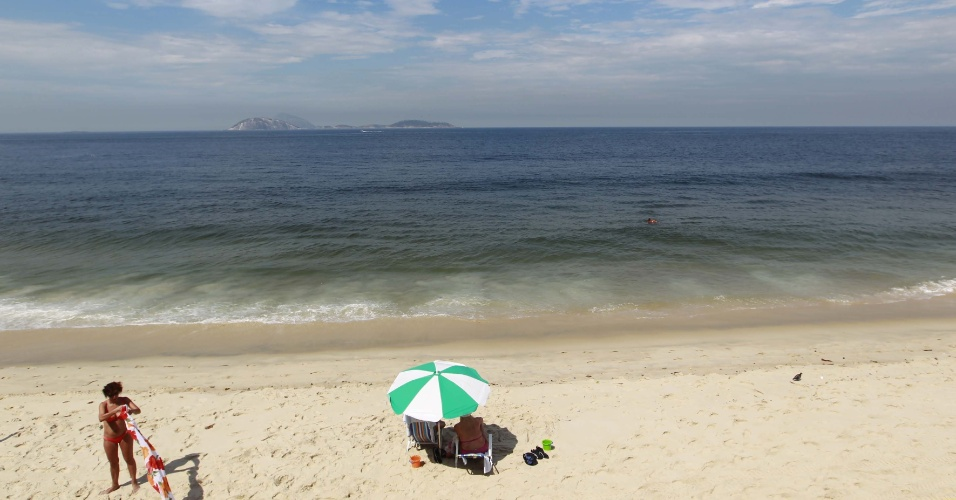 Sexta-feira de ver&#227;o d&#225; praia em Ipanema, no Rio de Janeiro
