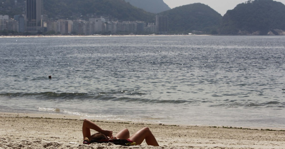 Tarde de calor e paisagem privilegiada na praia de Copacabana