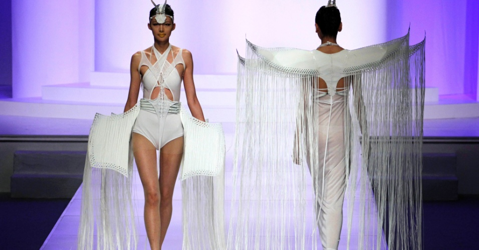 "Modelos desfilam criações do concurso de moda ""Hempel Award International Young Designer"", que acontece durante a China Fashion Week, em Pequim, na China"
