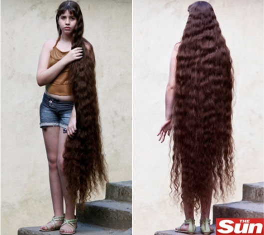 A brasileira Natasha Moraes de Andrade, que tem o cabelo 2 cm menor que sua altura, que &#233; 1,59 m
