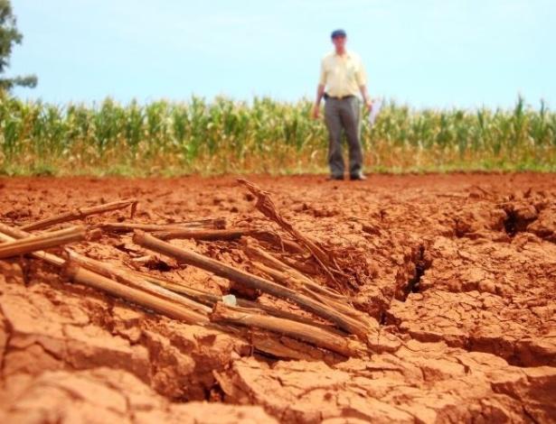 A estiagem se espalha pelo Rio Grande do Sul desde o final de 2011 provocando estragos nos solos em diversas propriedades rurais