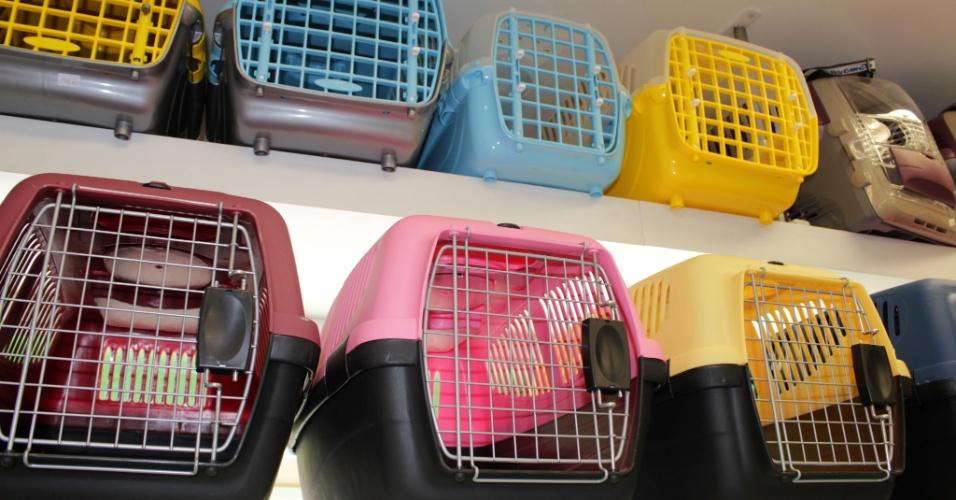 Para embarcar com animais, o passageiro precisa investir em um kennel