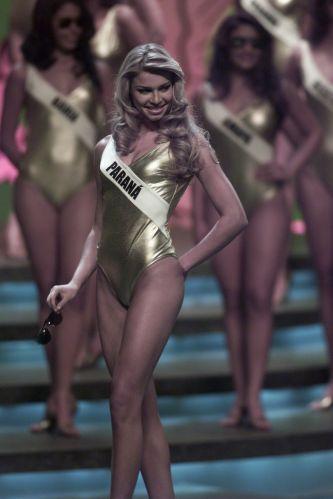 Representante do Paraná, Grazi Massafera participa do Miss Brasil 2004, em São Paulo, antes de ser tornar uma BBB