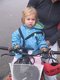 A pequena Helena... uma futura ciclista?