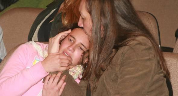 18.jul.2007 - Comoção de parentes e amigos das vítimas no Aeroporto Salgado Filho, em Porto Alegre