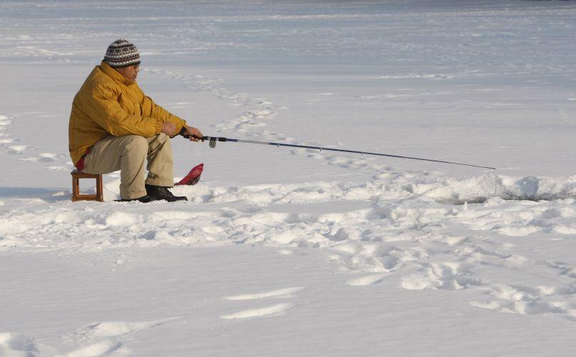 imagens de pessoas pescando