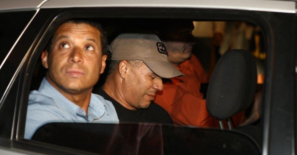 O ex-policial Marcos Aparecido dos Santos (de boné), conhecido também como