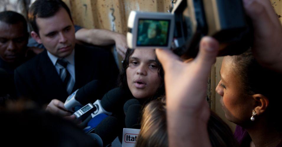 Mídian Kely dos Santos, que disse ser filha de Marcos Aparecido dos Santos (o Bola, suspeito de matar Eliza Samudio, ex-namorada do goleiro Bruno), afirmou nesta quarta-feira (14) que o pai está sendo ?injustiçado? e acusou a imprensa de mentir