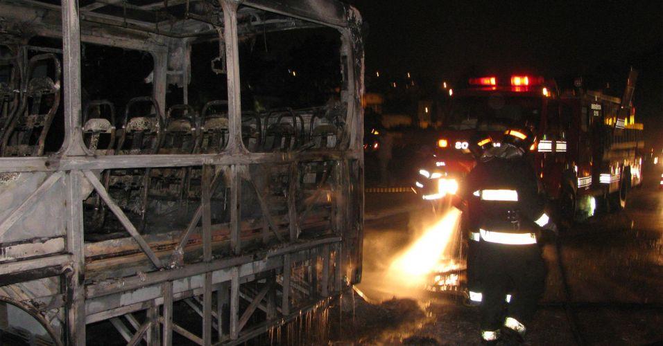 Ônibus incendiado em Guarulhos