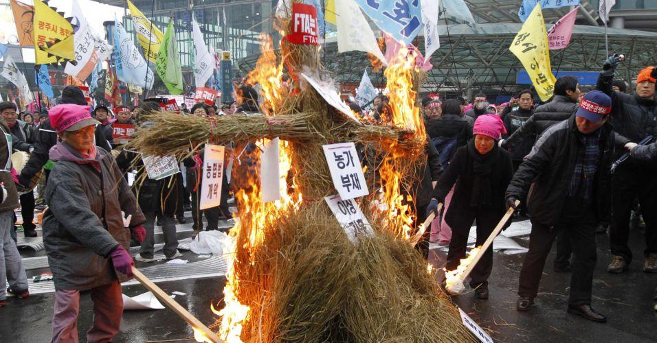 Fazendeiros fazem manifestação na Coreia do Sul