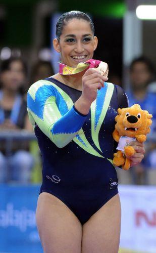 A ginasta Daniele Hypolito foi parada pelos agentes da blitz na madrugada do dia 24 de janeiro de 2012, no Leblon, zona sul do Rio. Ela dirigia o seu Hyundai I30 sem carteira de habilitação. Ela ainda se recusou a realizar o teste do bafômetro