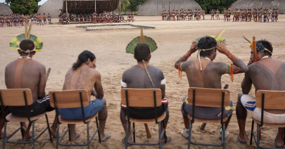 Tribos se reúnem para celebração