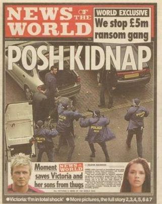 Edição de novembro de 2002 - Capa noticia a tentativa de sequestro de Victoria Beckham, ex-Spice Girl e mulher do jogador David Beckham, em Londres