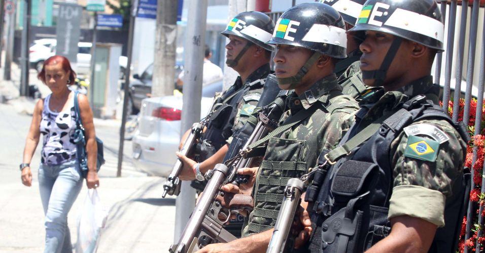 Foto 8 de 19 - Militares do Batalhão de Polícia do Exército fazem  patrulhamento nas ruas do Pelourinho 07c72a5bbaf