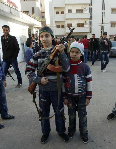 Sírios revoltados na Líbia