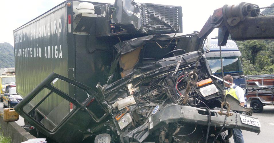 Acidente com caminhão do Exército
