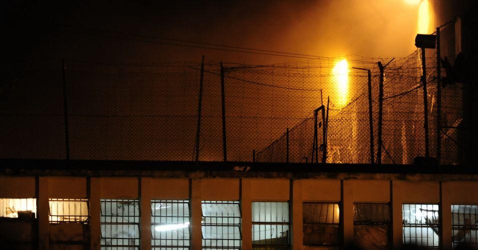 Presos incendeiam colchões (RS)