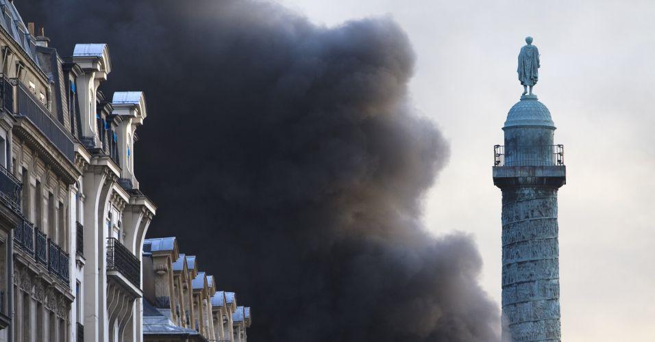 Incêndio em Paris