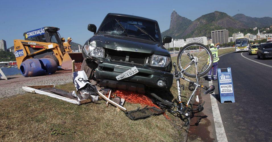 Motorista invade ciclovia no Rio