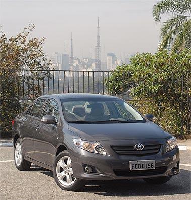 Corolla parece carro maior e mais luxuoso; versão XEi é bem recheada