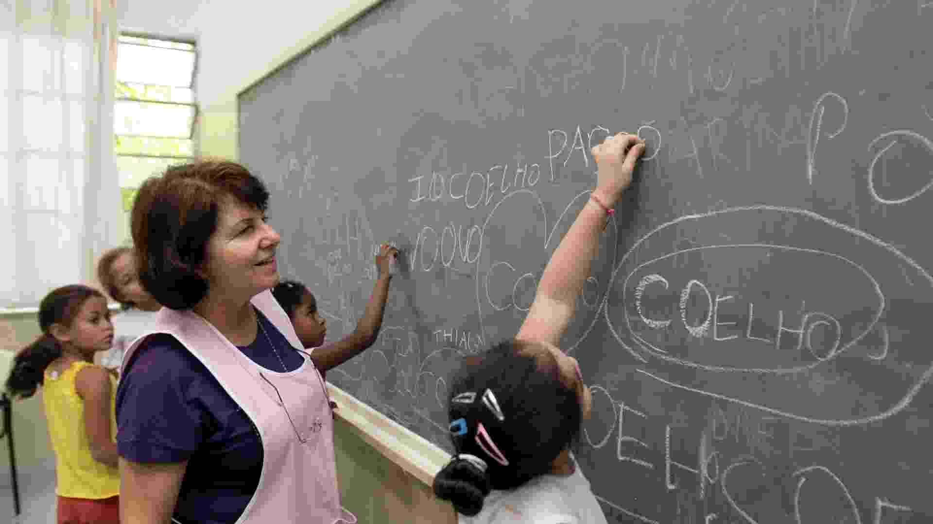 Professora, aula, lousa, emprego, criança, ensino - Carol Guedes/Folhapress