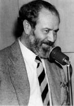 Torelly criou o Barão de Itararé, personagem-pseudônimo, com que desenvolveu seu humor crítico