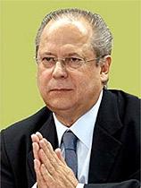 O ex-ministro José Dirceu, depois de cassado, passou a exercer a advocacia