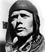 Charles Lindbergh foi laureado após realizar o vôo de Nova York a Paris sem escalas