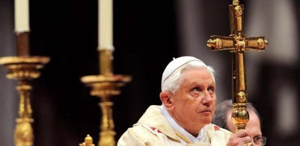 Papa Bento XVI durante celebração na catedral de São Pedro, no Vaticano