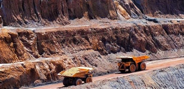 Usina de extração de minério de ferro da companhia Vale em Minas Gerais (Brasil)